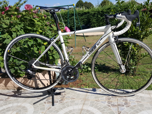 Vélo de route Axxome 350 Sram Force 22 Aksium Elite